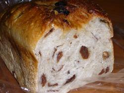 天然酵母のぶどうパン