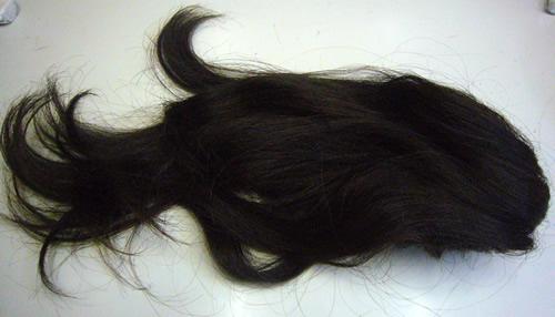 若いころに自分の髪で作ったヘアピースで自毛かつらを作る